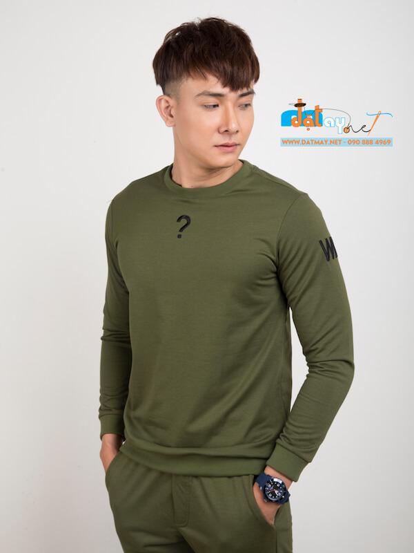 Áo thun tay dài màu xanh lá
